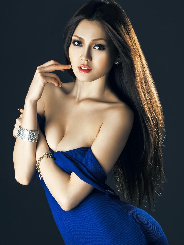 Latina women nude pics