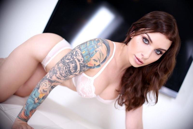 Blonde babe with tattooed anus
