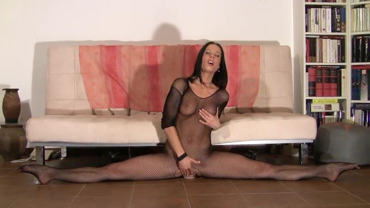 Flexible sexy amateur girl stakes wall mounted dildo
