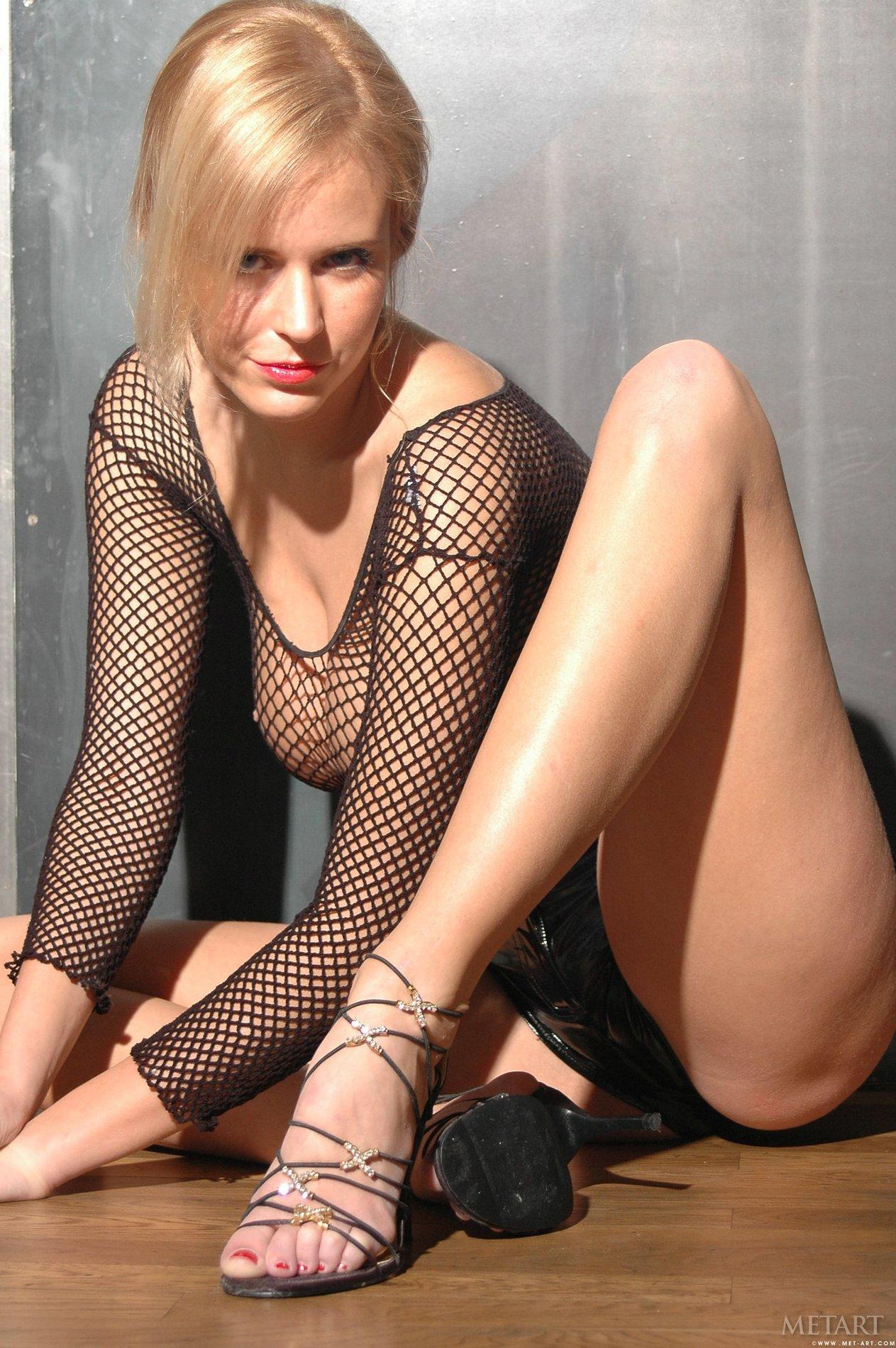 Gina tognoni topless