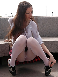 Looking only upskirt